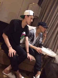 netter-heboh-foto-sehun-tao-exo-merokok